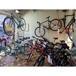 Zweiradfachgeschäft Max Weigl Innenansicht 1