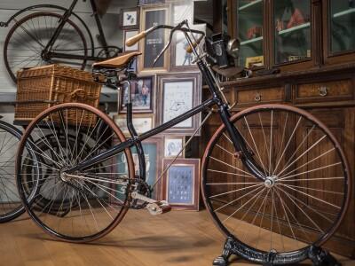 Clement Paris, Baujahr ca. 1890, Kreuzrahmen, das erste Niederrad mit Kettenübersetzung