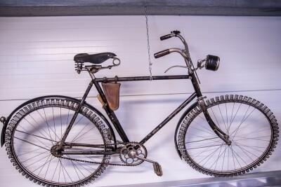 Fahrrad mit Notbereifung aus der Zeit des Krieges
