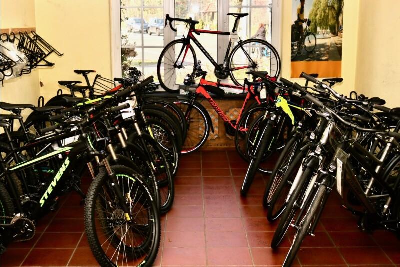 Viele Fahrräder warten auf Euch!