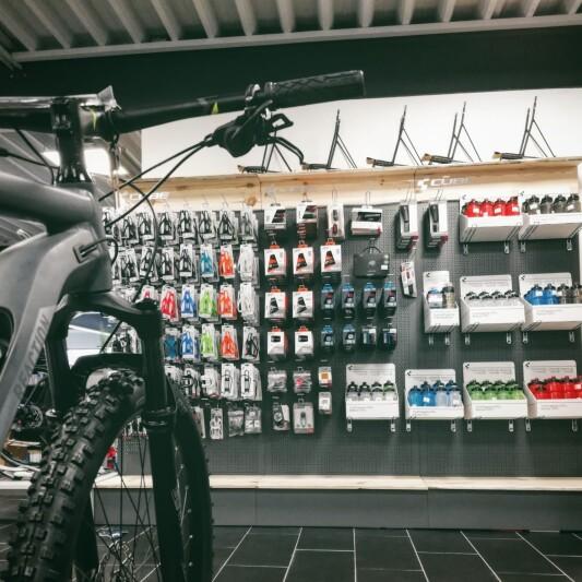umfangreiches Zubehör und Ersatzteile für Ihr Bike